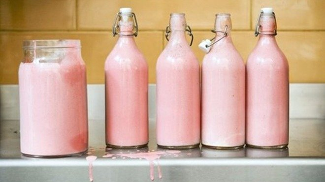 Има ли розово мляко без изкуствени оцветители?