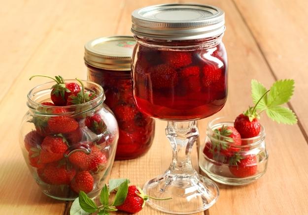 В сезонът на ягодите. Сладко от ягоди