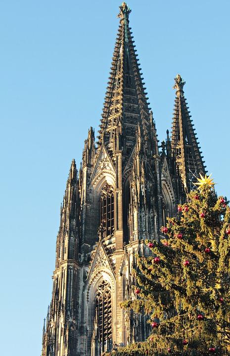 14 август 1880 г. – Приключва строителството на Кьолнската катедрала.