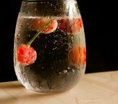 Хидратира ли газираната вода колкото обикновената?