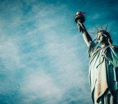 На 28 октомври e открита Статуята на Свободата