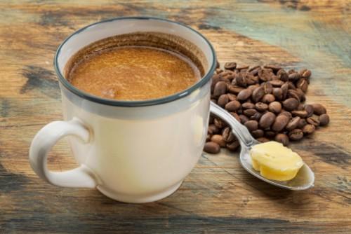 Защо малка бучка масло в кафето