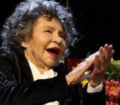 Стоянка Мутафова отпразнува 97-ия си рожден ден пред пълна зала 1 на НДК