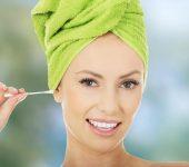 Защо не трябва да си чистите ушите с клечки за уши