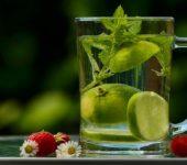 Наистина ли водата с лимон е полезна за здравето?